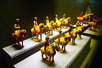 博物馆骑马陶俑展示-人俑