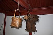 挂在梁上的竹篮-老物件