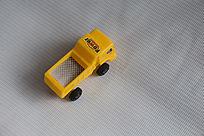 黄色的儿童玩具车