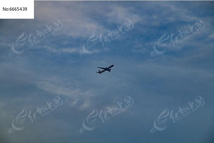 天空中的飞机图片,高清大图