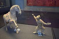 驯马俑和舞马-人俑