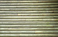 原木拼接的墙壁