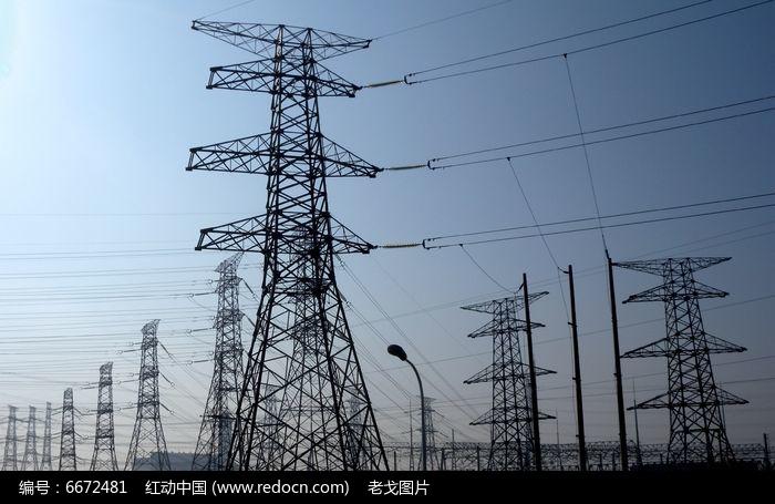 高压电缆塔铁架 近景