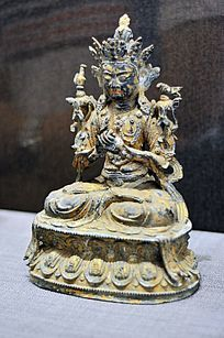 明代铜漆金观音菩萨像