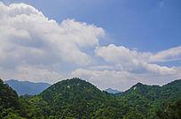 千山山峰山脉与彩云朵朵