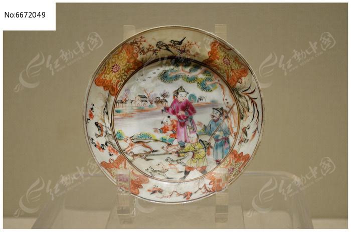 清乾隆广彩狩猎人物图杯盘图片