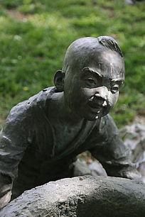 铜雕可爱小男孩雕像