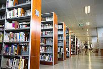 图书馆的书架
