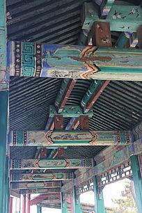 长廊雕花梁柱