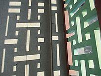护栏折射的影子