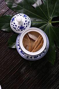 金针香菇炖竹笋