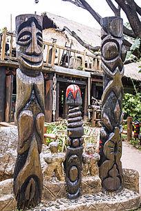拉牯族图腾木柱