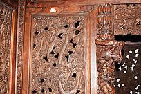 顶子床龙纹装饰-木雕艺术