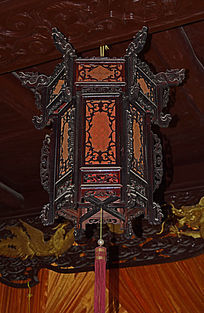 古代龙头木雕灯具-木雕艺术