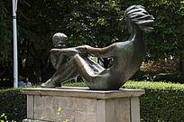 母子人像雕塑