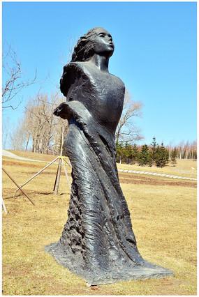 春天的女孩雕塑