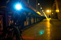 大桥上的车灯光