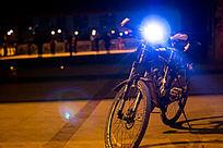 大桥下的车灯光