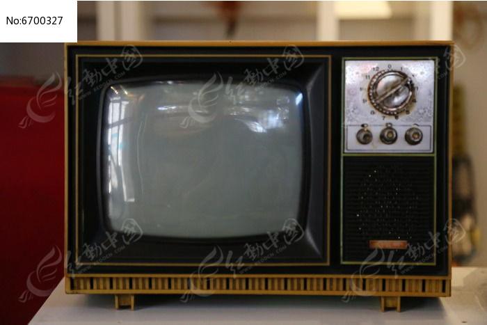 老物件黑白电视机