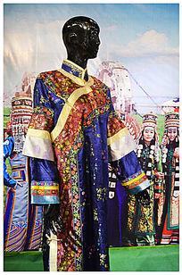 蒙古族人物服饰