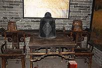 木质桌椅摆设