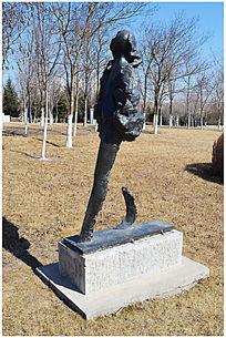 青铜人物雕塑