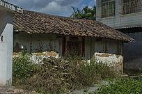 农村瓦房泥屋