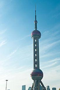 上海东方明珠塔与蓝天