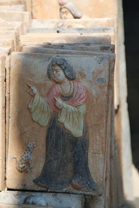 唐代妇女彩色砖雕像