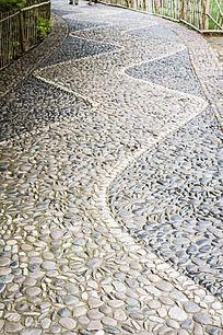 蜿蜒的石子小路