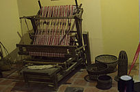 古代织布机农家
