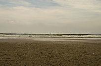 海边泥球状的海滩