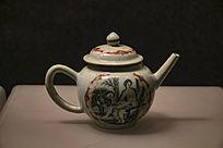 清乾隆广彩开窗西洋人物图茶壶