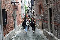 上海弄堂外国美女游客