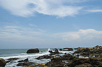 十里银滩礁石海浪