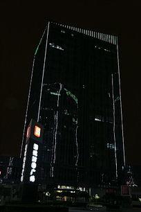 夜晚的摩天大楼造型灯光