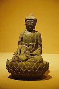 雕刻莲花座佛像