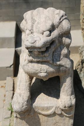 蹲狮子石雕