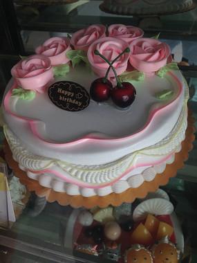 红玫瑰奶油生日蛋糕