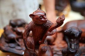 猴子红木雕刻