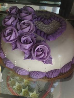 玫瑰爱心创意生日蛋糕