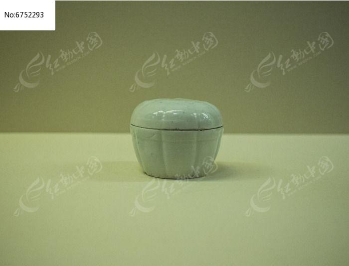青白釉瓜棱印花深腹盒图片