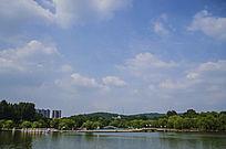 鞍山二一九公园劳动湖上双桥与彩云飘飘