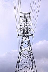 高耸的电线塔