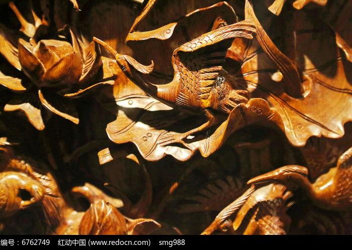 黄花梨木雕荷花仙鹤图片