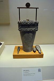 西汉带辘轳水槽陶井