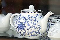 彩绘青花图案茶壶