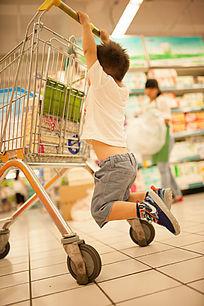 超市里的儿童