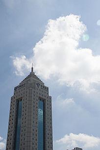 高耸入云的中国电信标志性塔状建筑