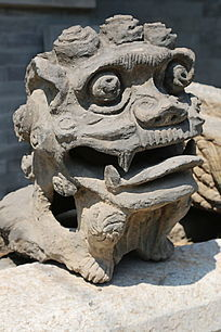 古代的大头狮子石雕像